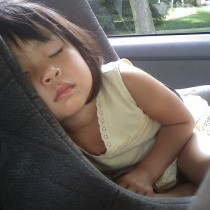 kid-in-car-sleeping